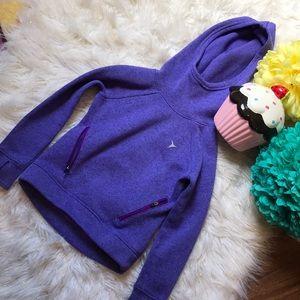Sporty athletic sweatshirt/sweater